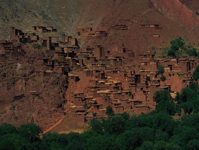 Voyage à pied : La vallée rouge de la Tessaout