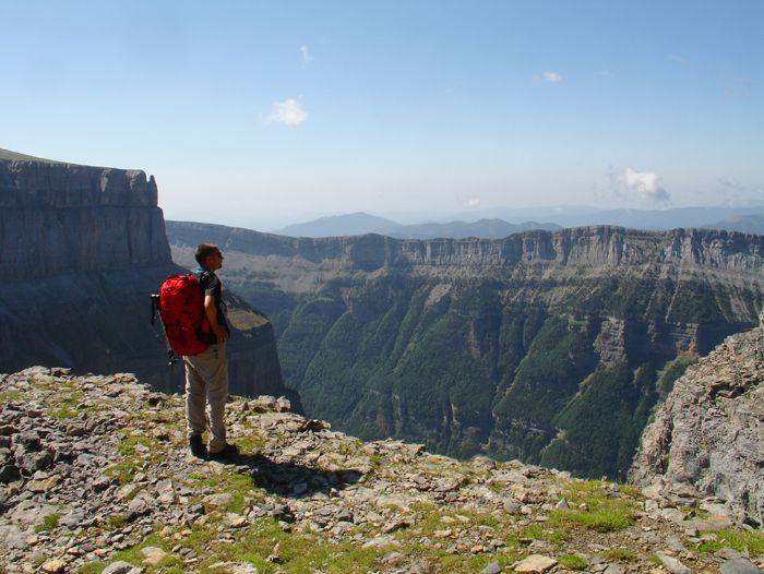 Voyage à pied : Pyrénéees : Tour et ascension du Mont Perdu (3355 m) par la Vire des Fleurs